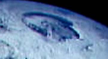La terre creuse Holes1